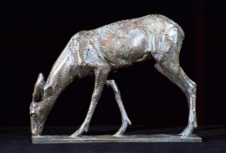 Feeding Doe   Darrell Davis, Anglin Smith Fine Art bronze, 9x12  retail price $1,800 starting bid $600